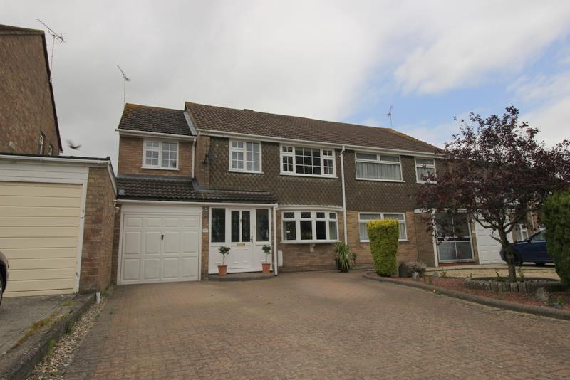4 Bedrooms House for sale in Farrfield, Swindon